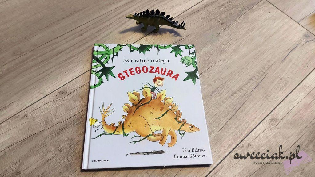Ivar ratuje małego stegozaura