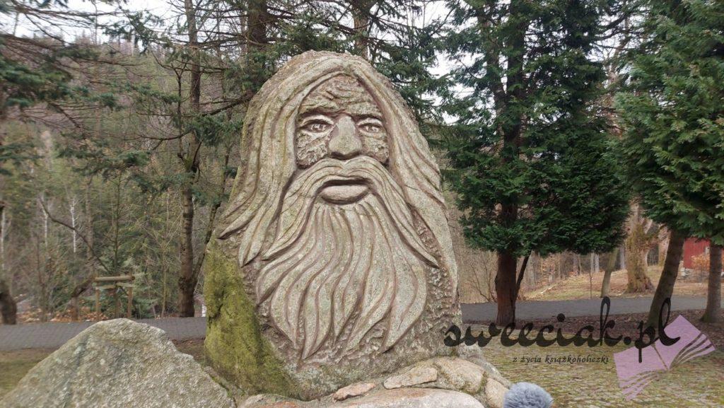 Karpacz - skwer z rzeźbami